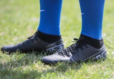 Nuevas botas de futbol